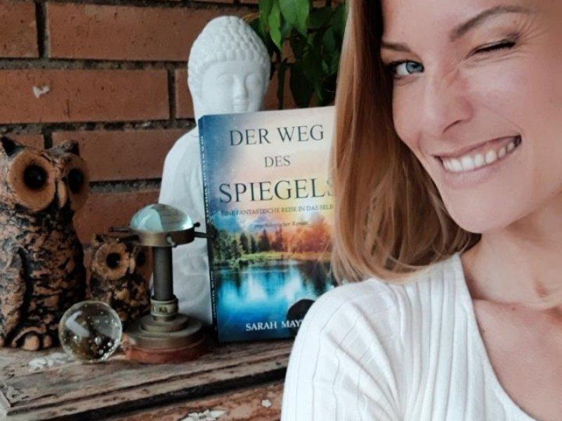 Sarah Maynight und ihr Debütroman